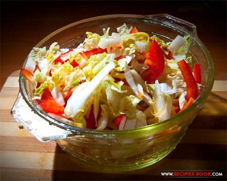 Овощной салат из капусты пекинской и сладкого перца