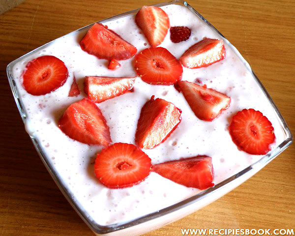 творожный десерт из клубники